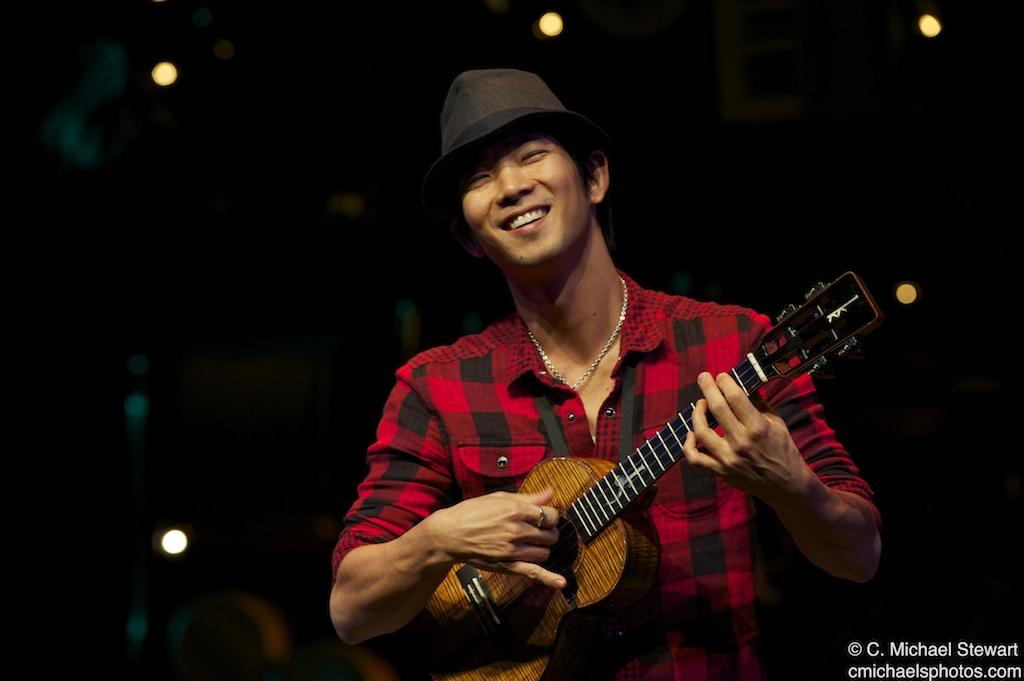 photoaltan11: jake shimabukuro ukulele tabs